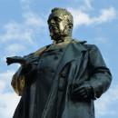 verona monumento a cavour in via roma