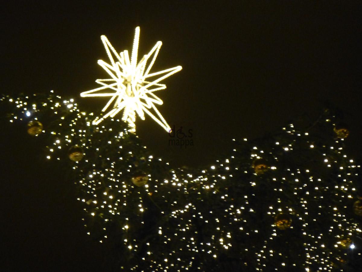 La Stella Dell'albero Di Natale In Piazza Bra DisMappa Verona  #5D4D15 1200 900 Immagini Di Cucine Nere
