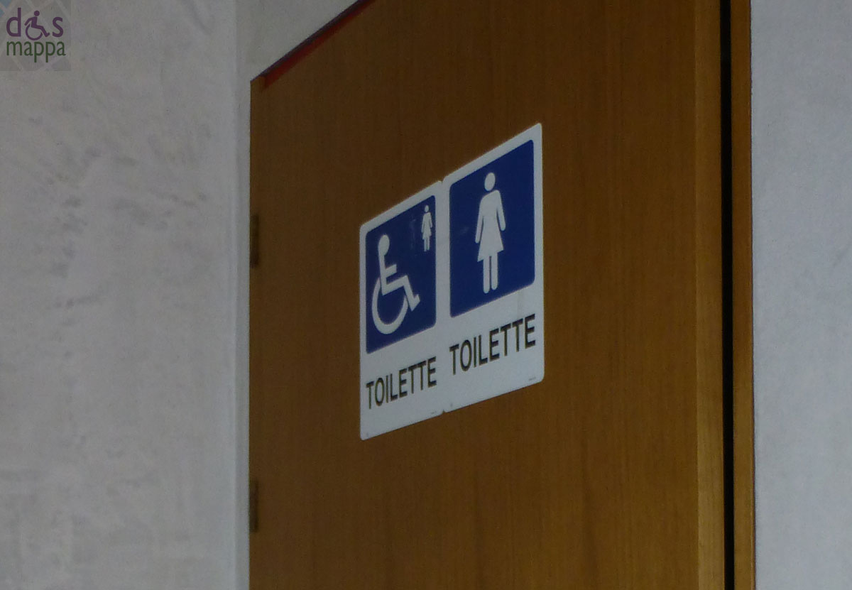 Scrivania sagomata outlet for Porta wc disabili