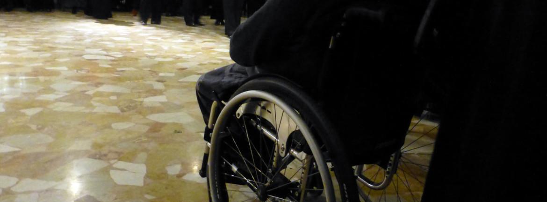 disabile in carrozzina al gran ballo della dama del ventaglio al circolo ufficiali di verona