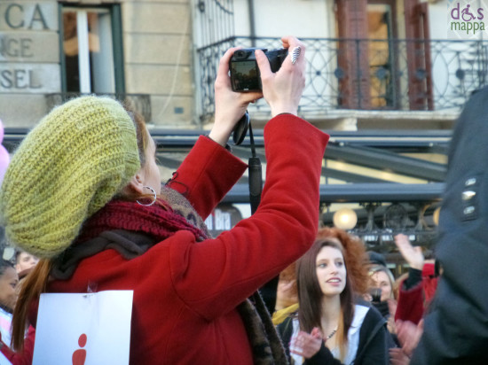 foto al flash mob di one million rising verona san valentino 2013