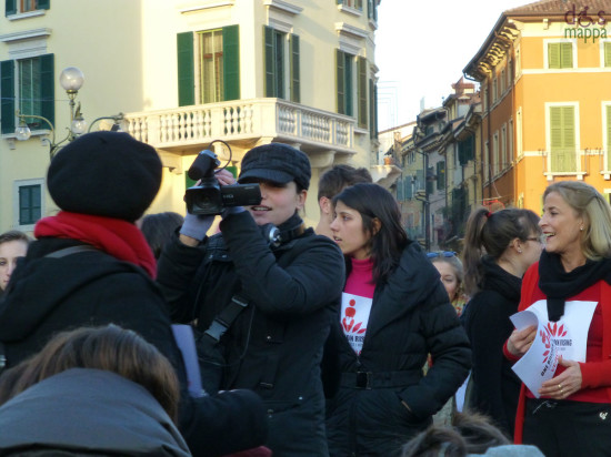 video operatrice al one billion rising in piazza bra a verona