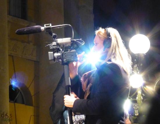 l'operatrice della televisione danese al comizio elettorale di beppe grillo a verona