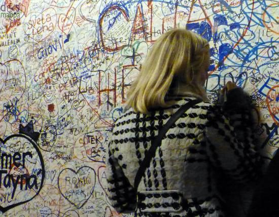 graffiti d'amore alla casa di giulietta a verona