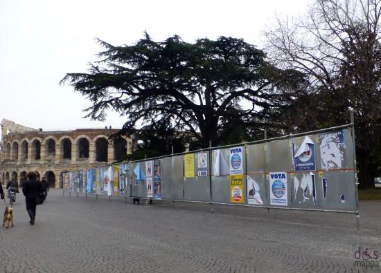 manifesti elettorali piazza Bra Verona