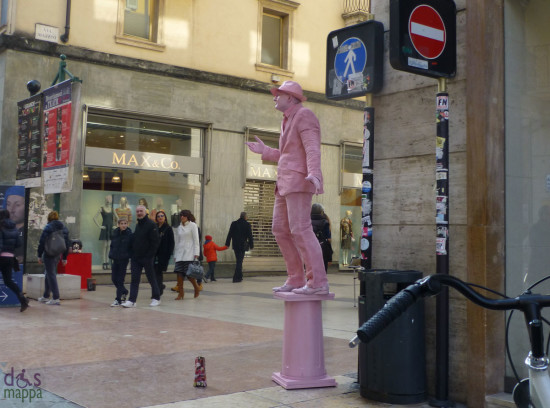 verona street artist pink man
