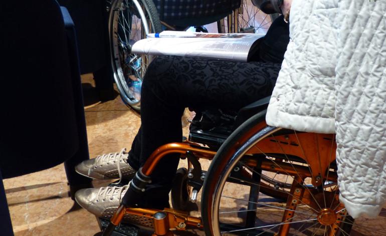 carrozzine Convegno Disabilità e trasporti Sala Convegni del Palazzo della Gran Guardia 7 giugno 2013, ore 14.00 Negli ultimi decenni è diventata un'esperienza comune viaggiare con ogni mezzo di trasporto. L'Europa e l'Italia hanno stabilito una serie di diritti volti a favorire gli spostamenti a tutte le persone, indipendentemente da problematiche di età, disabilità o mobilità ridotta.