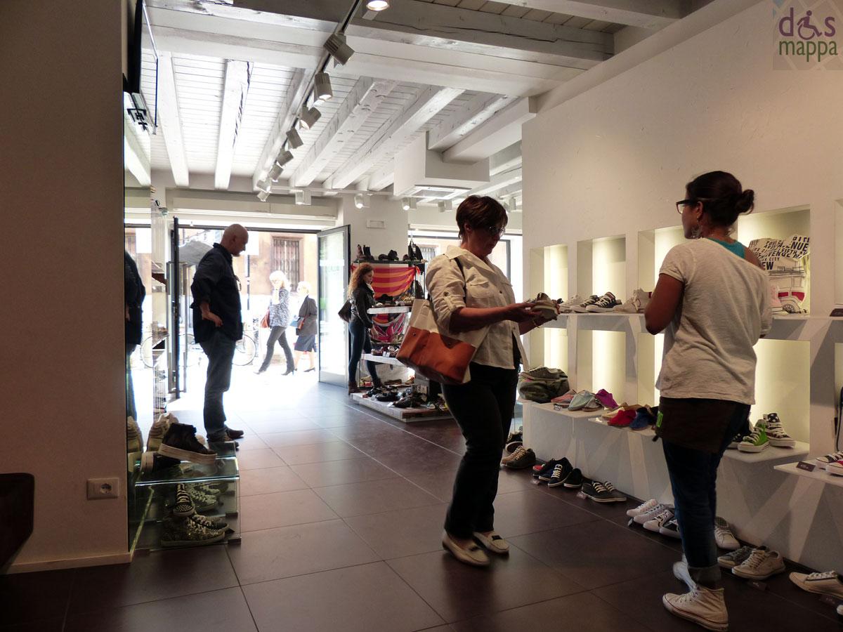 Negozi di scarpe il laccio negozio di scarpe super for Negozi di arredamento verona