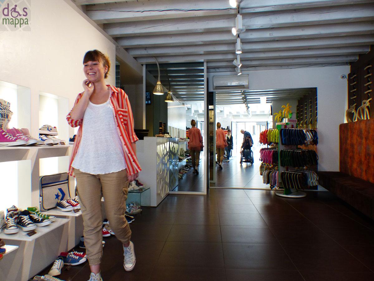Il laccio negozio di scarpe super accessibile dismappa for Negozi di arredamento verona