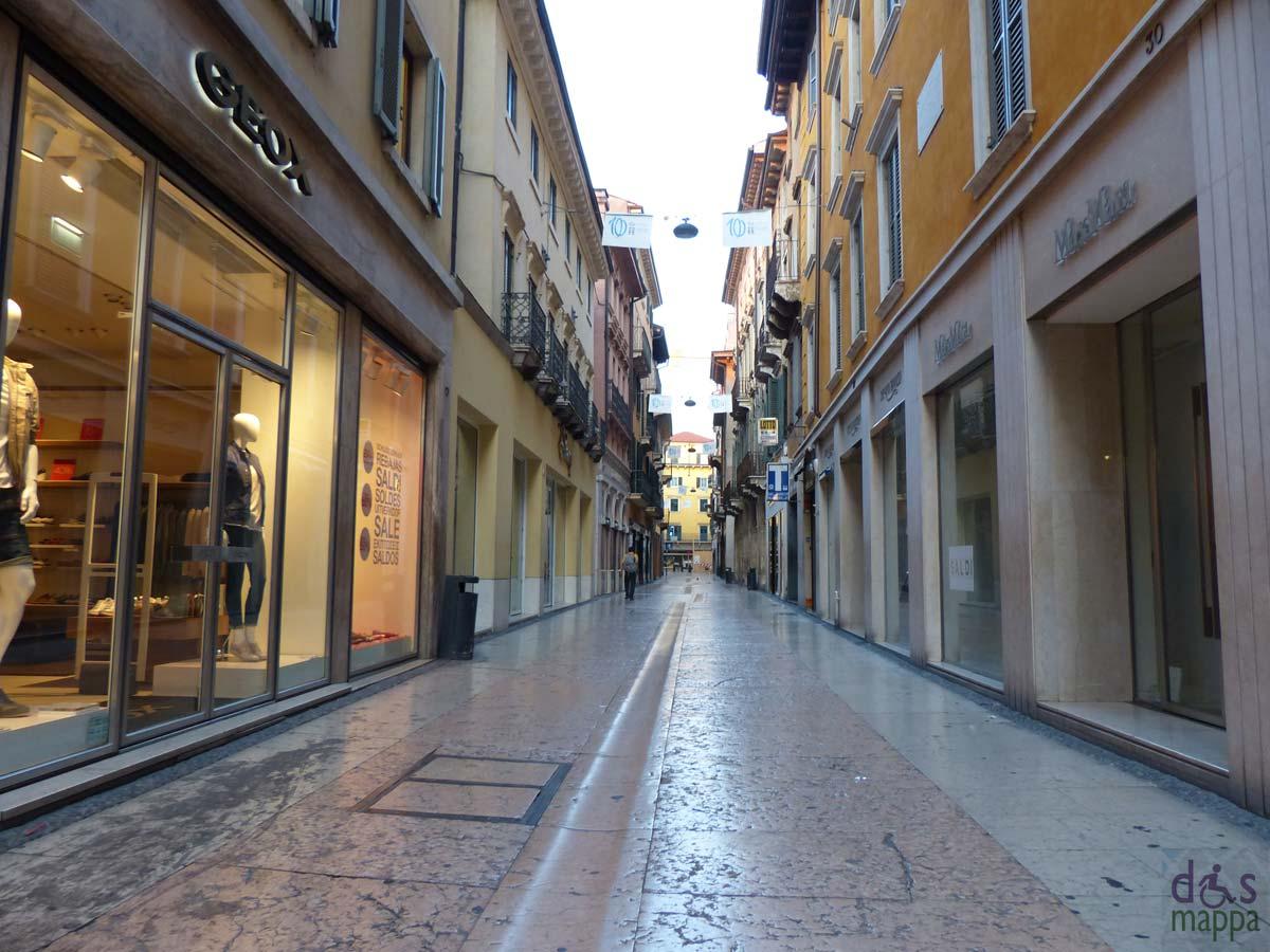 Casa moderna roma italy negozi verona for Casa moderna venezia