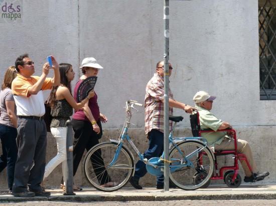 foto-carrozzina-turisti-verona-piazza-bra