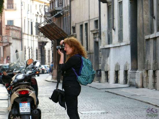 foto-turista-via-leoncino-verona