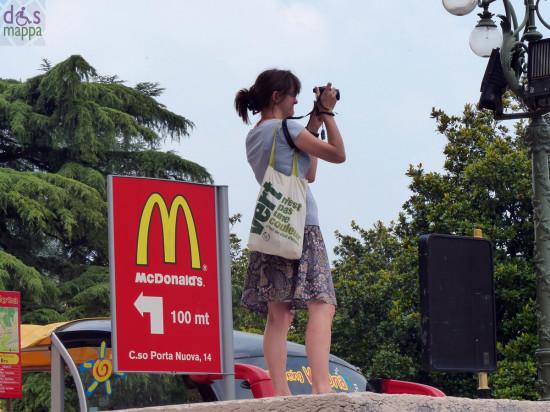 turista-foto-piazza-bra-da-gran-guardia-verona