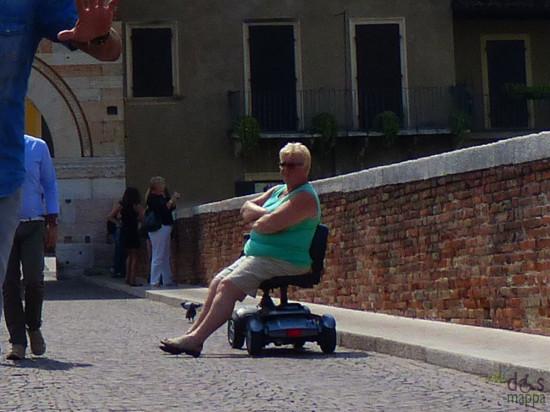 20150825-scooter-carrozzina-ponte-pietra-verona