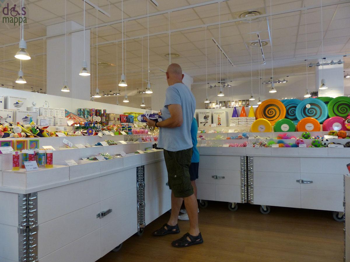 Tiger il nuovo negozio allegro e doppiamente accessibile for Piani di costruzione del negozio