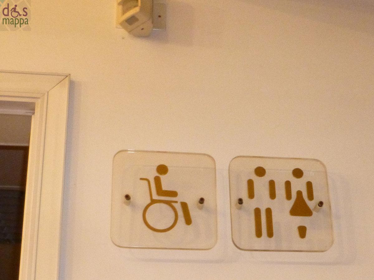 Bagno handicap profilo di accesso a lavabo disabili barriere il