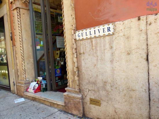 """In via Stella si può vedere la targa """"Mi sono perso"""", datata 10 settembre 2010, segno del passaggio dell'artista Ruth Baettig a Verona"""