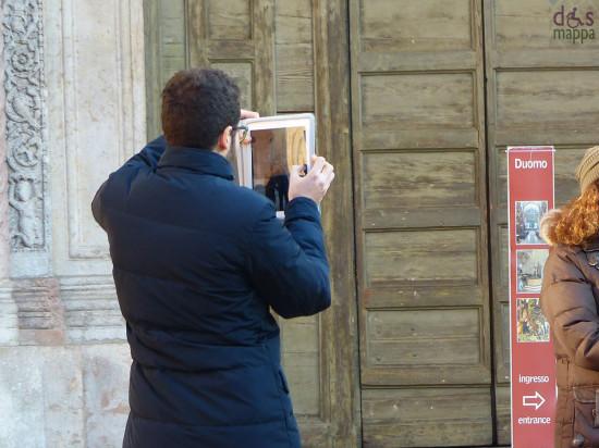 Foto ricordo con l'ipad al Duomo