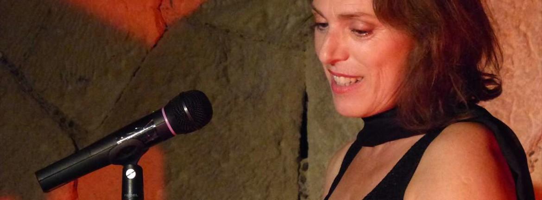 """L'attrice padovana Lucia Schierano in Italiane interpreta il testo scritto da Renzo Segala """"Italiane"""". Il ritratto di sette attrici che hanno segnato la storia d'Italia. Da Anna Magnani a Sophia Loren, da Monica Vitti a Franca Rame."""