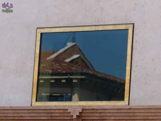 La Chiesa di Santa Maria della Scala riflessa in Palazzo Scarpa, Verona