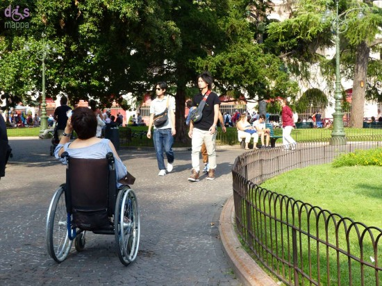Ogni giorno nel centro di Verona si possono incontrare molte persone, e turisti, che vivono o visitano la nostra città in sedia a rotelle, queste quelle che ho incontrato il lunedì 10 agosto: un incentivo a rendere Verona sempre più accessibile?