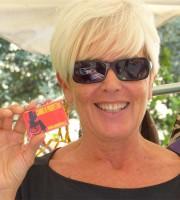 Sandra Ceriani testimone di accessibilità per dismappa a Verona Antiquaria dove ha presentato le borse della linea InTerNos