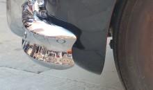 Piazza Dante nei riflessi delle auto d'epoca