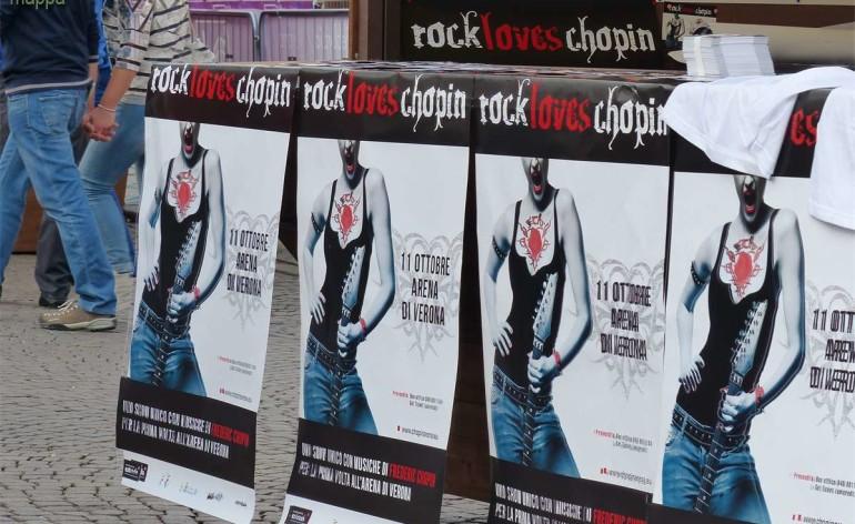 Sabato 11 ottobre, in Arena, i capolavori di uno dei più prestigiosi compositori polacchi, Fryderyk Chopin, vengono interpretati da eccezionali artisti e rivisitati in moderni arrangiamenti rock e jazz.Non un semplice concerto ma un vero e proprio spettacolo multimediale, di coreografie, musica e luci.Rock loves Chopin Creato nel 2010 per celebrare i 200 anni dalla nascita del compositore, Rock loves Chopin ha girato tutto il mondo, dal Cairo a Berlino, da Varsavia alla Cina agli Stati Uniti al Messico, sempre con grandissimo successo, e ora arriva in Italia.