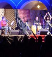 L'esibizione della cantante e percussionista algerina Samar Oukazi alla Festa per i 10 anni di Casa di Ramia, accompagnata dai musicisti Luca Pighi, Marco Pasetto e Claudio Moro
