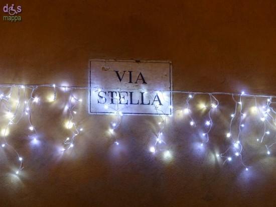 Decorazioni natalizie in via Stella a Verona