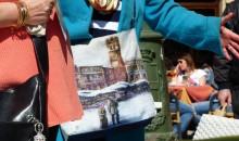 Piazza Erbe innevata in primavera, ma solo sulla borsa