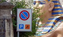 La sfinge e il parcheggio disabili