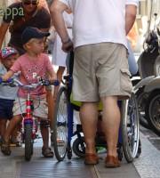 20150829 Carrozzina bicicletta marciapiede Verona dismappa