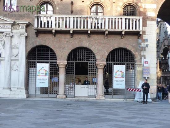Barriera architettonica disabili Loggia Vecchia LibrarVerona 2015