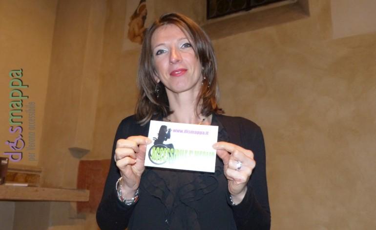 Alessandra Marigonda testimone di accessibilità per dismappa nella lingua dei segni italiana, al Festival Non c'è differenza organizzato da Teatro Scientifico Teatro Laboratorio