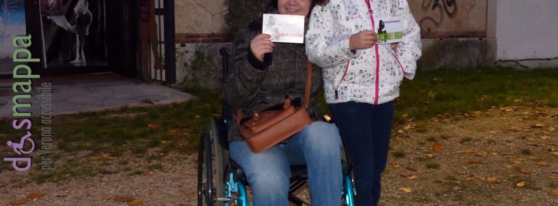 Mamma e figlia testimoni di accessibilità per dismappa al Teatro Laboratorio di Verona.