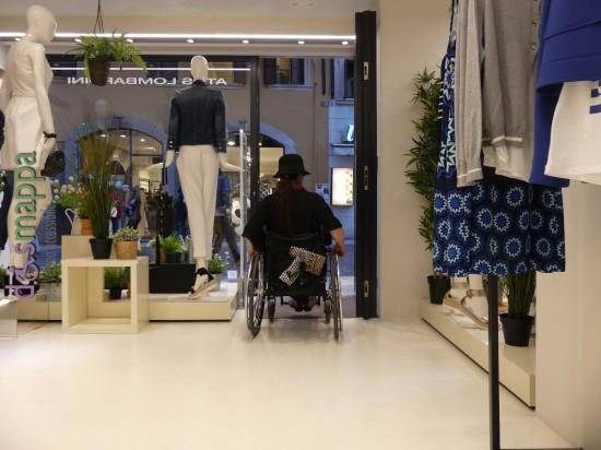 Accessibilit disabili xetra abbigliamento dismappa for Negozio con alloggi al piano di sopra