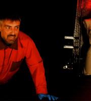 Teatro Laboratorio di Verona Venerdì 6 maggio 2016, ore 21.00 IL BOMBAROLO Appunti per un corpo tra macerie di Barbara Pizzo - regia Nicolas Ceruti con Luca Marchiori Ilinx Teatro