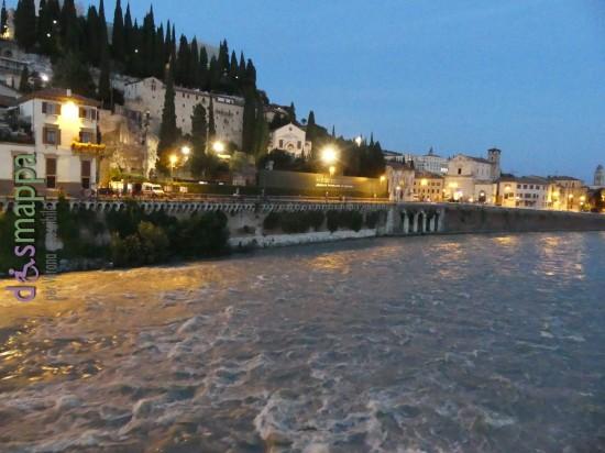 Il Teatro Romano di Verona e l'Adige all'imbrunire, da Ponte Pietra