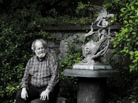 Nel viale d'ingresso del Museo degli Affreschi / Tomba di Giulietta si trovano alcune sculture di Greg Wyatt donate alla città di Verona nel 2012, un ritratto di William Shakespeare e le restanti 6 ispirate alle tragedie shakespeariane (Sogno di una notte di mezza estate, Macbeth, Trasformazione di Ermione, Enrico IV e La dodicesima notte), che costituiscono i bozzetti preparatori delle opere di Wyatt per lo Shakespeare Great Garden di New Place, a Stratford-upon-Avon.
