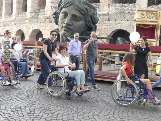 Patrizia Bisinella in sedia a rotelle per la Skarrozzata a Verona