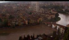 L'Adige del colore della terra