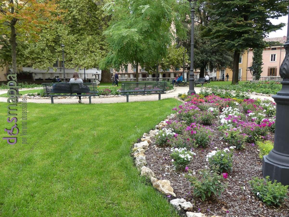 Riapertura dei giardini in piazza indipendenza migliora l for Alberelli per giardino
