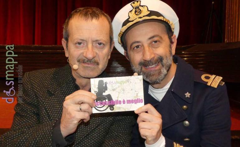 Tra il pubblico prima del debutto di Buena Onda al Teatro Nuovo di Verona, gli attori Rocco Papaleo e Giovanni Esposito testimoni di accessibilità per dismappa