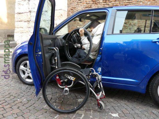 20170128 disabile carrozzina parcheggio automobile 554