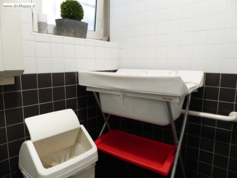 Bagno disabili ristorante pizzeria olivo 1939 dismappa per verona accessibile - Fasciatoio da bagno ...