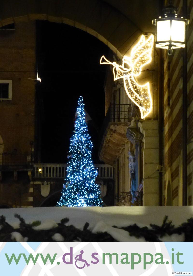 l'angelo e l'albero di natale