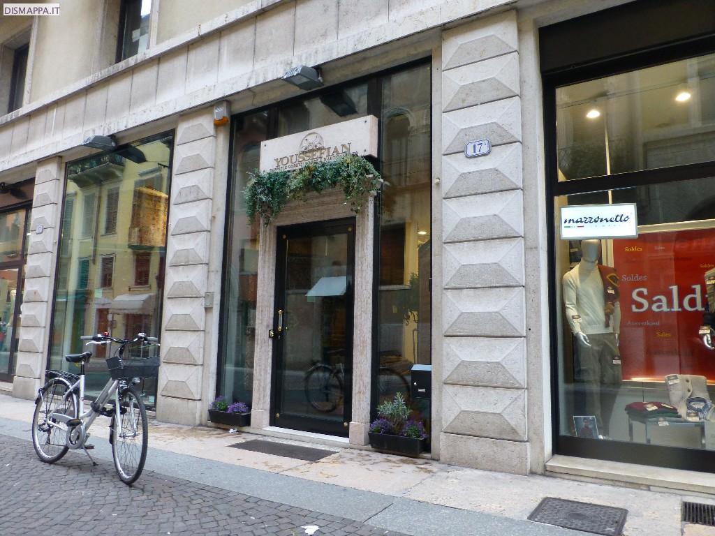 Casa moderna roma italy verona negozi for Negozi sedie roma